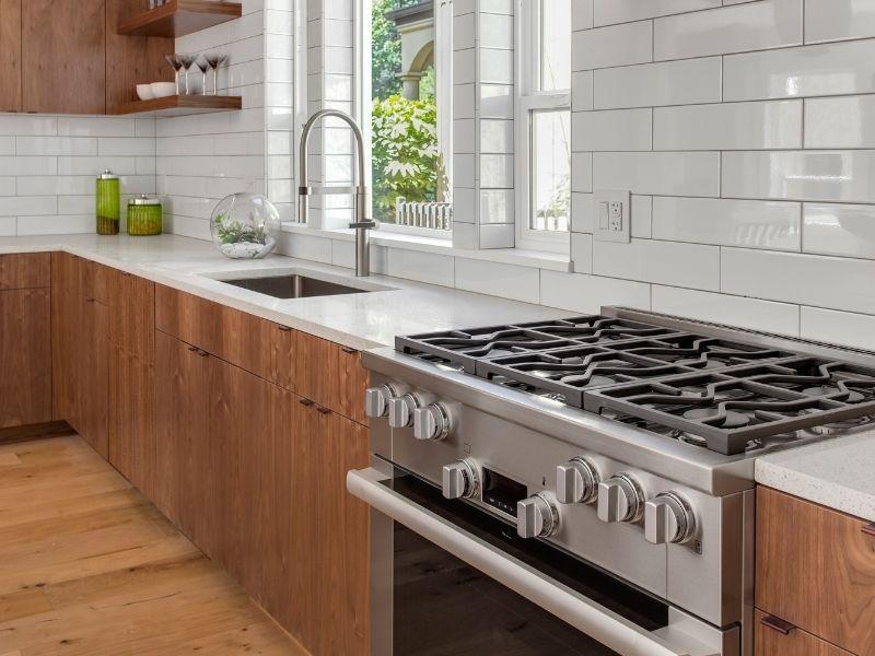 Carrelages métro et bois pour votre cuisine